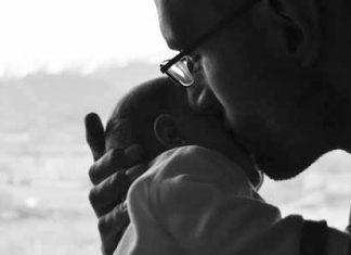 Oče in dojenček