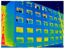 Podroben pregled zunanjega ovoja stavbe pokaže nepravilnosti pri vgradnji toplotne izolacije, kar ima za posledico podhlajevanje konstrukcije. Vir: Vir: Gradbeni Inštitut ZRMK, d.o.o.