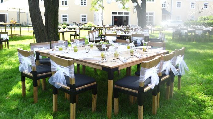 Poročna dekoracija zunaj