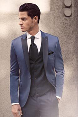 Svetlejši odtenek modre moške poročne obleke, foto: Poročni salon Ena in Edina