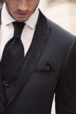 Črna moška poročna obleka, foto: Poročni salon Ena in Edina