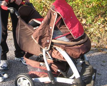 Pravilen položaj otroka v vozičku