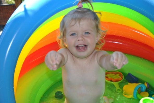 Otrok v bazenu