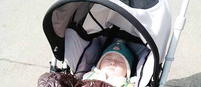 Spanje dojenčka v vozičku