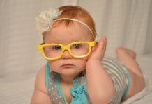 Otrok z očali