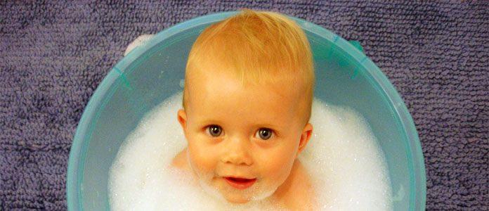 Umivanje dojenčka.