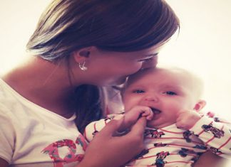 Dojencek in mamica.