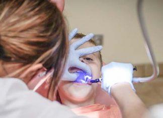 Otrok pri zobozdravniku