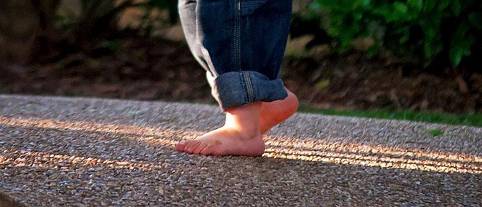 Zakaj je pomembno, da otroci hodijo bosi