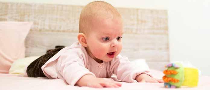 Mejniki otrokovega razvoja v 5. in 6. mesecu