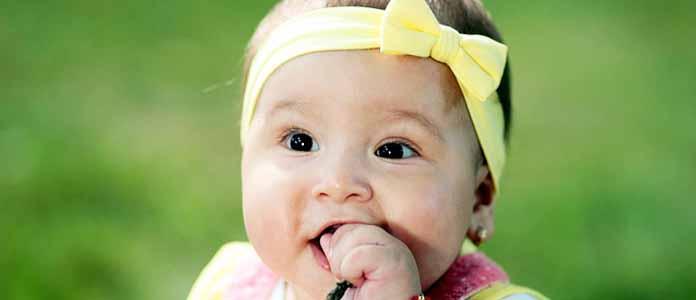 Mejniki otrokovega razvoja v 9. in 10. mesecu