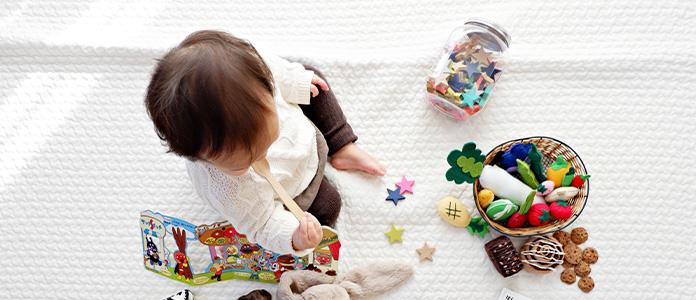 Igra in igrače, ki spodbujajo otrokov razvoj